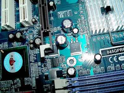 845g/e系列的主板已经可以在市场上买到,各大厂商都相继推出了